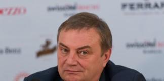 Глава города Анатолий Пахомов.